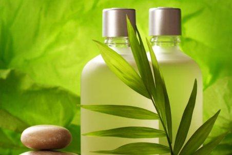 Mencuci rambut dengan shampo natural